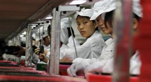 teen workers in foxconn