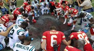 Chiefs pray