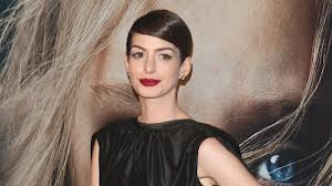 anne Hathaway defends