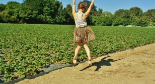 girl Vic jump