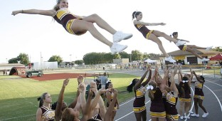 cheerleaders_11382090_8col