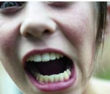 girl-shouting