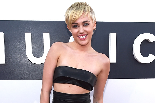 2014-mtv-vmas-red-carpet-miley-cyrus-1-billboard-650