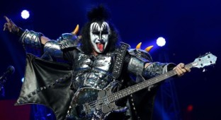 gene-simmons kiss