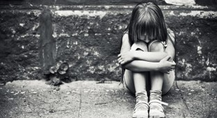 Depressed-little-girl sad sucide