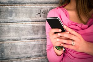 teen SEXTING cell-phone