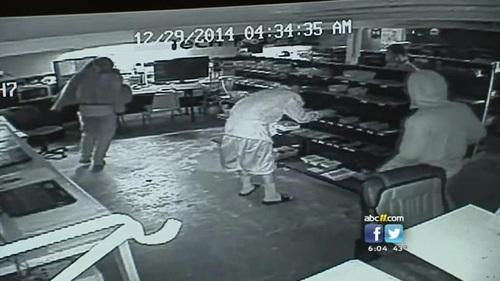KIDS ROB STORE CRIME