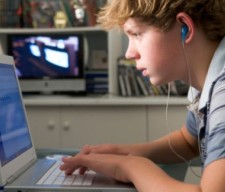 social-media-teen computer