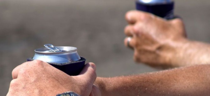 man_drinking_beer