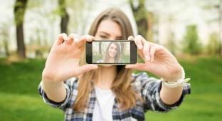 teengirl_ selfie cell