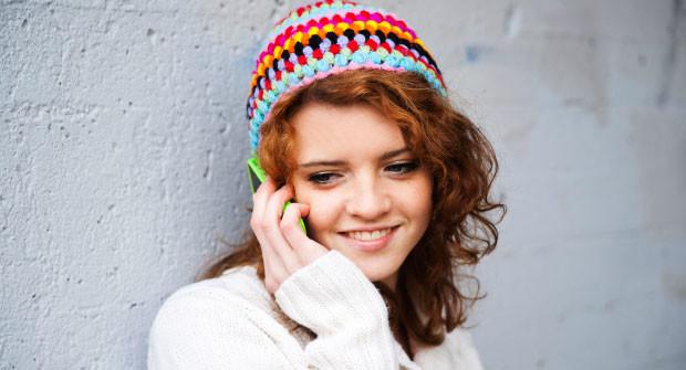 girl-on- cellphone-620x335