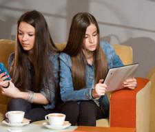 girls distractedphones