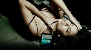 Marc-Jacobs-Decadence-Fragrance-2Adriana-Lima