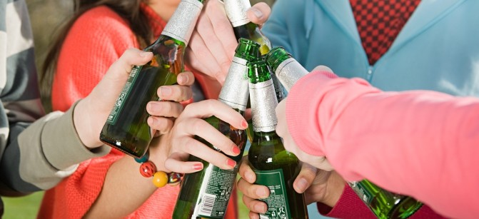 teen beer drink