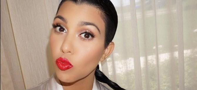 Kourtney-Kardashiansexy-selfie-