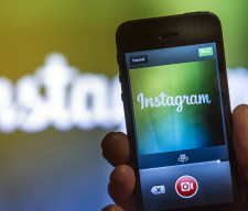 Facebook Said to Plan Unveiling Instagram Video-Sharing Service