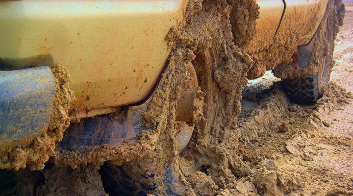 car-stuck-mudd
