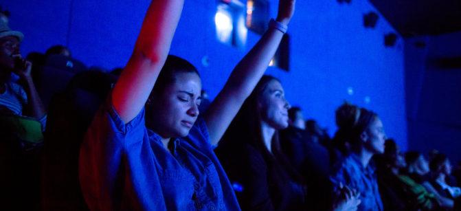 praise-god-hands-up