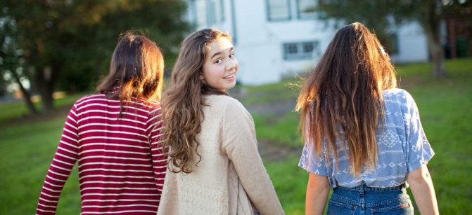 teenagers-talking walk