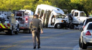 ct-texas-church-bus-crash-20170330-001