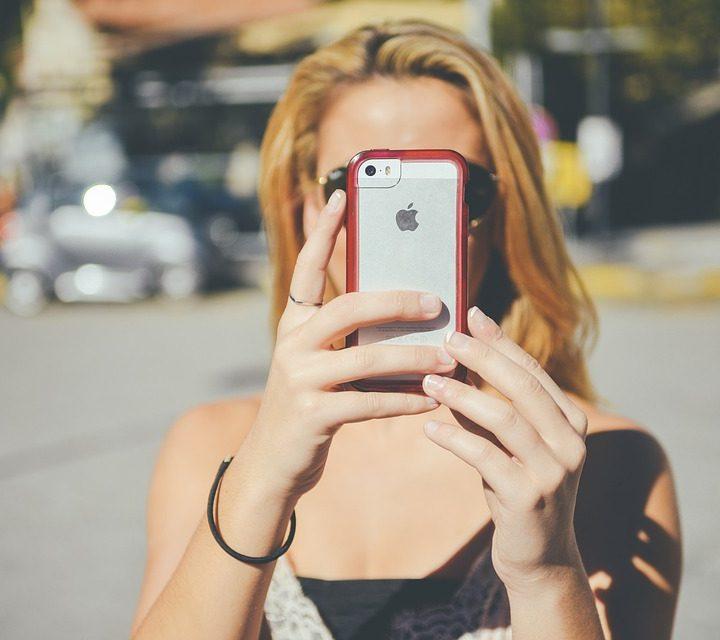 Girl text selfie hot