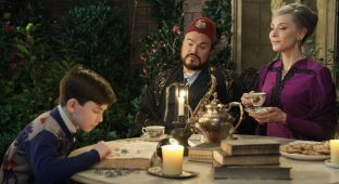 Magic is just a passing fez: Lewis (Owen Vaccaro), Uncle Jonathan (Jack Black) and Mrs. Zimmerman (Cate Blanchett) in The House with a Clock in its Walls.
