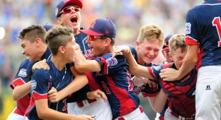 Aug 28, 2016; Williamsport, PA, USA; Mid-Atlantic Region players celebrate after beating the Asia-Pacific Region 2-1 during the championship game of the 2016 Little League World Series at Howard J. Lamade Stadium. Mandatory Credit: Evan Habeeb-USA TODAY Sports  / Reuters  Picture Supplied by Action Images *** Local Caption *** 2016-08-28T213917Z_153068010_NOCID_RTRMADP_3_BASEBALL-LITTLE-LEAGUE-WORLD-SERIES-ASIA-PACIFIC-REGION-VS-MID-ATLANTIC-REGION.JPG - MT1ACI14592148