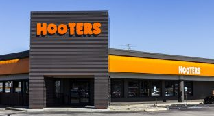 Hooters m