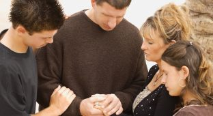 Family praying youthministry